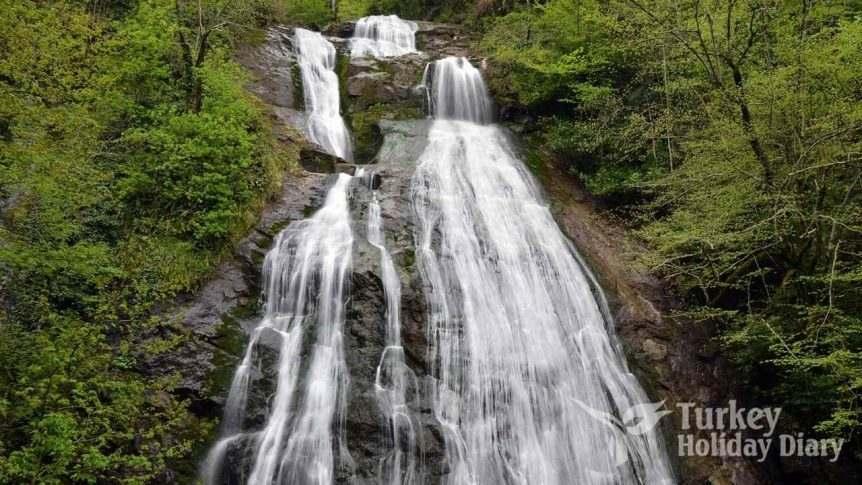 Düzce Güzeldere Waterfall